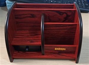Hộp cắm bút bằng gỗ 809
