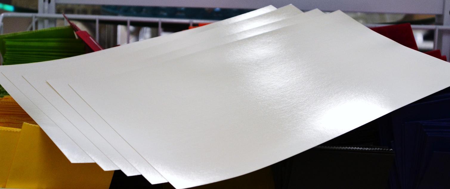 Giấy Couche với bề mặt sáng, mượt rất phù hợp để in Catalogue.